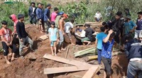 Ám ảnh cảnh đào bới người bị chôn vùi trong vụ sạt lở ở Nam Trà My