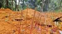 Xót xa hình ảnh đồ đạc còn lại của ngôi làng bị vùi trong bùn đất ở Trà Leng