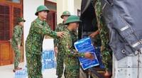 Tiếp tế lương thực 3.000 hộ dân bị cô lập ở Phước Sơn