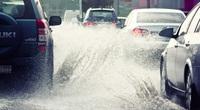 Bảo vệ xe trong ngày mưa gió đúng cách ra sao?