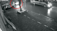 Hà Nội: Truy tìm ô tô đâm cụ bà đi bộ trên vỉa hè tử vong