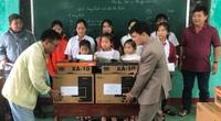 Trao máy tính đến học sinh vùng lũ Quảng Trị