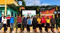 Báo NTNN: Trao nhu yếu phẩm đến bà con vùng biên giới Quảng Trị bị ảnh hưởng lũ lụt