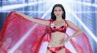"""Clip: Thí sinh mặc bikini rực rỡ trình diễn """"bốc lửa"""" tại Chung kết Hoa hậu Việt Nam"""