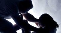 """Sau tố cáo bị cha dượng xâm hại, bé gái 12 tuổi được đưa vào ở nhà """"tạm lánh"""""""