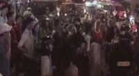 TP.HCM: Chạy xe máy không đội mũ bảo hiểm, nhóm nam nữ tấn công luôn cảnh sát