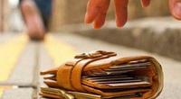 Anh nông dân trả lại ví da chứa 18 triệu đồng cho người đánh mất