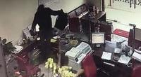 Nóng: Clip vụ cướp ngân hàng táo tợn ở Đồng Nai