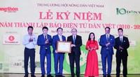 Ảnh: Đón nhận nhiều bằng khen của các Bộ, Ngành trong Lễ kỷ niệm 10 năm Dân Việt
