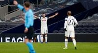 Clip: Cầu thủ Tottenham lập siêu phẩm từ khoảng cách hơn 50m