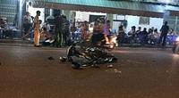Diễn phun lửa trước quán nhậu để bán hàng cho khách, thiếu nữ 18 tuổi bị xe tông tử vong