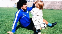 Nghẹn lòng với tâm thư của con gái Maradona gửi bố
