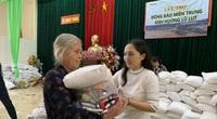 Hà Tĩnh: Người dân vùng lũ phấn khởi vì quà tặng có cả rau