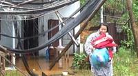 Người dân tháo chạy khỏi nơi có nguy cơ sạt lở ở Quảng Nam