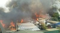 Hà Nội: Nhiều xưởng gỗ cùng bốc cháy ngùn ngụt