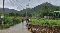 Khánh Hòa: Băng qua suối, 3 cha con bị lũ cuốn trôi