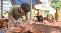 Chàng trai Khmer làm giàu với niềm đam mê điêu khắc