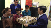 Hội Nông dân tỉnh Nghệ An trao hơn 13.000 con gà giống cho hội viên, nông dân khôi phục chăn nuôi sau mưa lũ