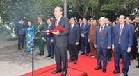 Đoàn đại biểu dự Đại hội toàn quốc các dân tộc thiểu số Việt Nam lần thứ II dâng hương tưởng nhớ các Vua Hùng