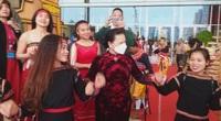 CLIP: Chủ tịch Quốc hội Nguyễn Thị Kim Ngân hòa cùng điệu múa đặc sắc các dân tộc thiểu số Việt Nam