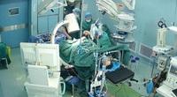 Quá phi thường, bác sĩ bị chấn thương gãy xương sườn vẫn phẫu thuật thành công cho bệnh nhân sau hơn 1 tiếng