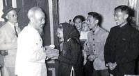 Chủ tịch Hồ Chí Minh: Dựa vào ý kiến của dân mà sửa chữa cán bộ và tổ chức