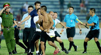 5 vụ CĐV rượt đánh trọng tài chấn động bóng đá Việt Nam