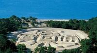 Bí ẩn về 'đồng xu' khổng lồ trên bãi biển