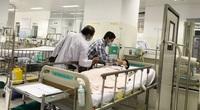 Vụ cây phượng bật gốc trong sân trường: Vẫn còn 5 học sinh nặng ở bệnh viện