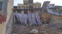 Quảng Ninh: Mưa lớn, sập bờ kè đang xây, 7 hộ dân bị uy hiếp