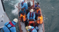Chìm tàu trên Biển Đông, 13 thuyền viên được cứu