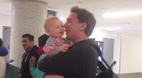 Cảm động trước niềm vui cuồng nhiệt, xoắn xuýt khi đón bố về của trẻ nhỏ