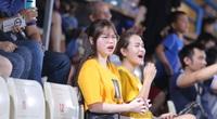 Bạn gái Quang Hải làm điều bất ngờ trên sân Hàng Đẫy