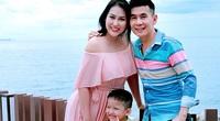 Phi Thanh Vân rạng rỡ sánh đôi với cha nuôi nổi tiếng của con trai