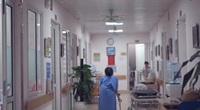 Cô gái trẻ ở Ninh Bình có chiếc chân trái khổng lồ nặng đến 42 kg