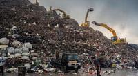 Núi rác cao hơn tòa nhà 15 tầng, nơi đứa trẻ lên 5 cùng hàng nghìn người mưu sinh
