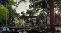 Hòa Bình: Mưa lớn kèm theo dông lốc làm tốc mái nhà, đổ cây