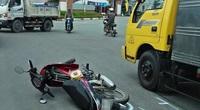 Xe máy đâm vào xe tải đang đậu lề đường, 2 người tử vong