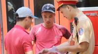 """Sau phản ánh của Dân Việt: CSGT Hà Nội xử lý hàng loạt xe khách chạy """"rùa bò"""""""