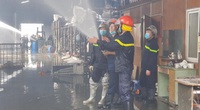 Đám cháy dữ dội tại kho hóa chất Đức Giang đã tạm thời được khống chế