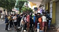 Hàng nghìn CĐV chen chúc mua vé trận Hà Nội - HAGL dưới trời nắng nóng