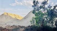 """Quảng Ngãi: Bãi chứa cát trái phép """"mọc"""" gần trung tâm xã"""