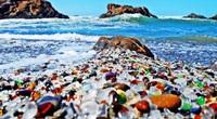 Bãi biển thủy tinh 7 sắc cầu vồng đẹp mê hồn ở Mỹ