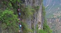 Leo 2.556 bậc thang để tới ngôi làng có độ cao 800 mét