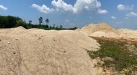 """Quảng Ngãi: Nguồn gốc """"lắt léo"""" của số cát khủng ở bãi chứa trái phép"""