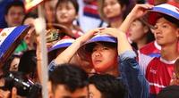 """Lương Xuân Trường """"ngụy trang"""" cổ vũ HAGL trong trận thua đậm Hà Nội FC"""