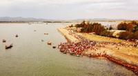 Chợ hải sản 600 năm tuổi bên bờ kè