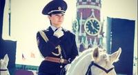 Trang phục đẹp không thể rời mắt của đội nữ kỵ binh Bạch Mã Nga