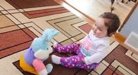 Video clip hài: Biểu cảm bất ngờ của trẻ em khi lần đầu nhìn thấy đồ chơi
