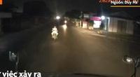 Video: Thanh niên chở cô gái chặn đầu xe container trong đêm